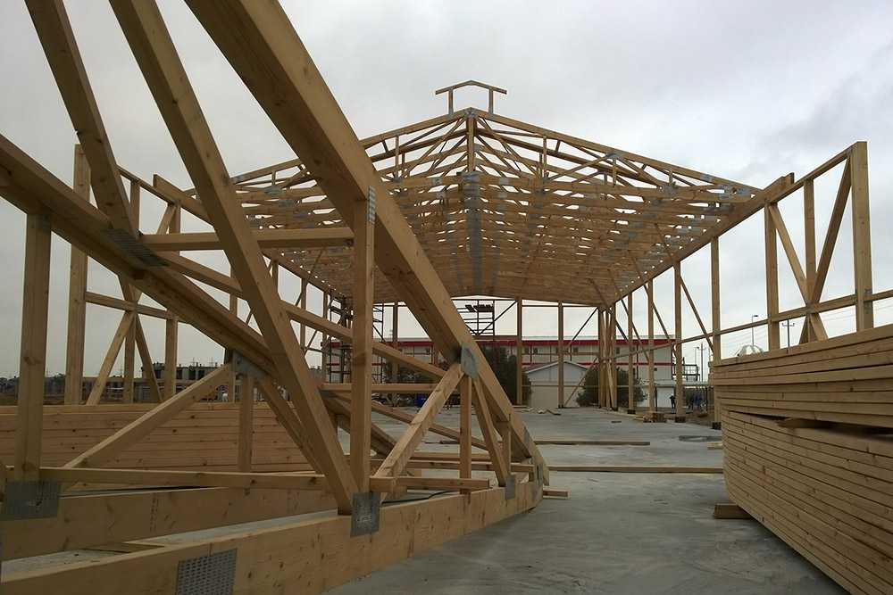 Timber trusses for industrial building in Azerbaijan