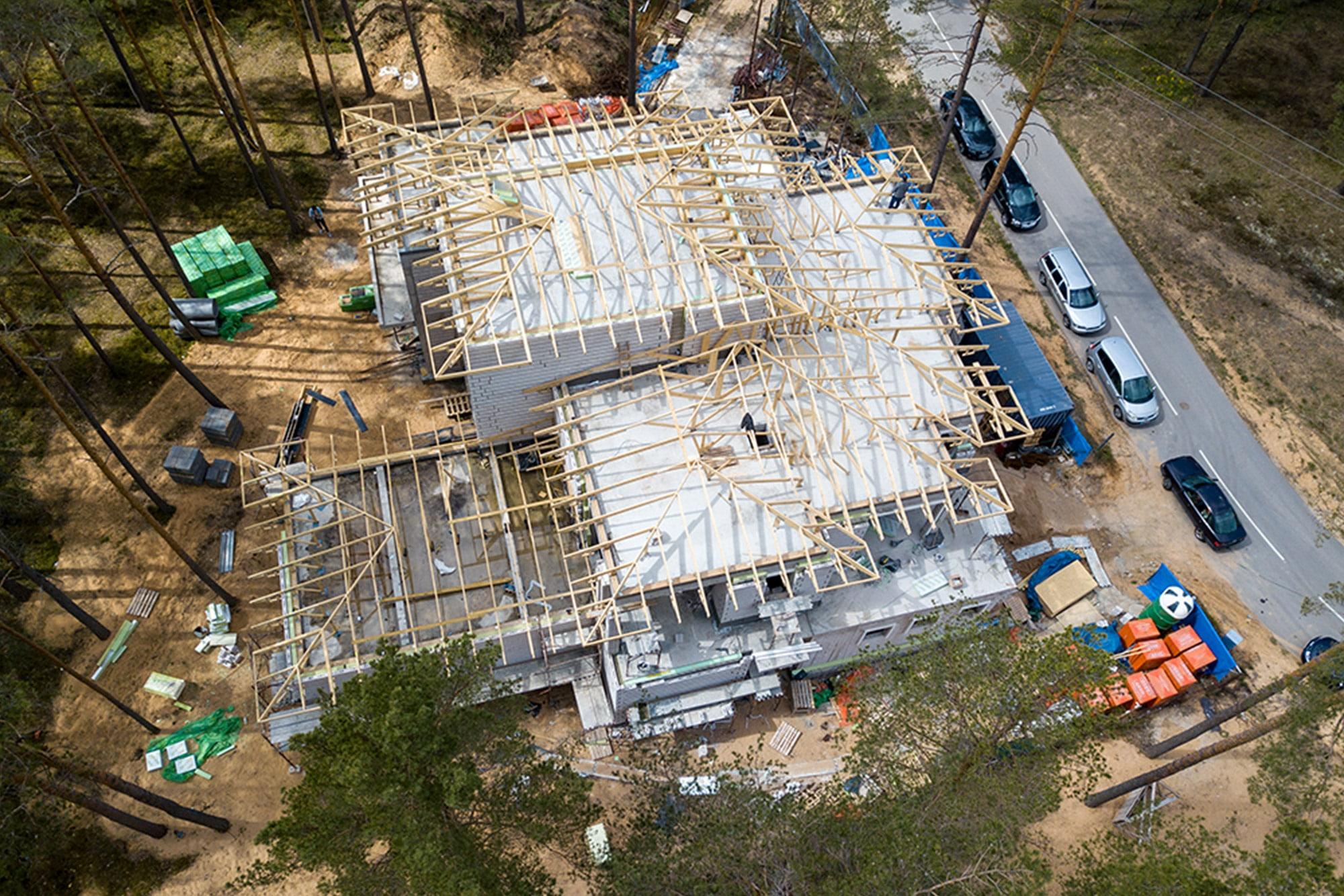 Jumta koka konstrukcija trīsstāvu privātmājai 2