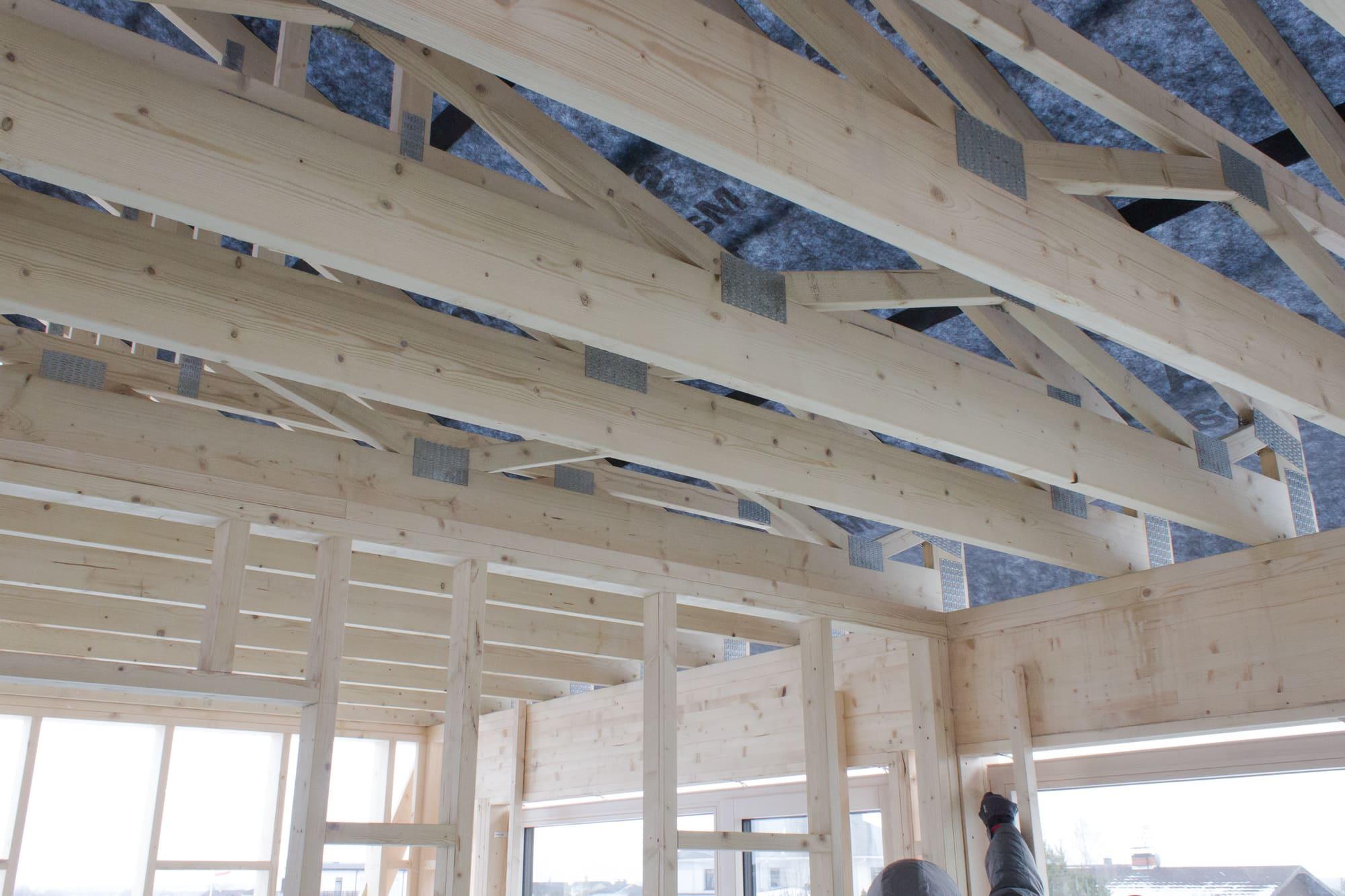 membrane de toit sur fermes en bois