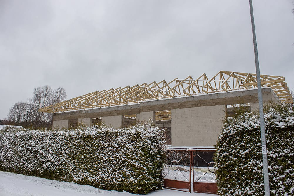 Installation of trusses and the weather 1