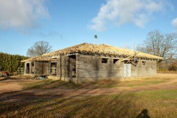 Stogo konstrukcijos su medinėmis santvaromis privačiam namui