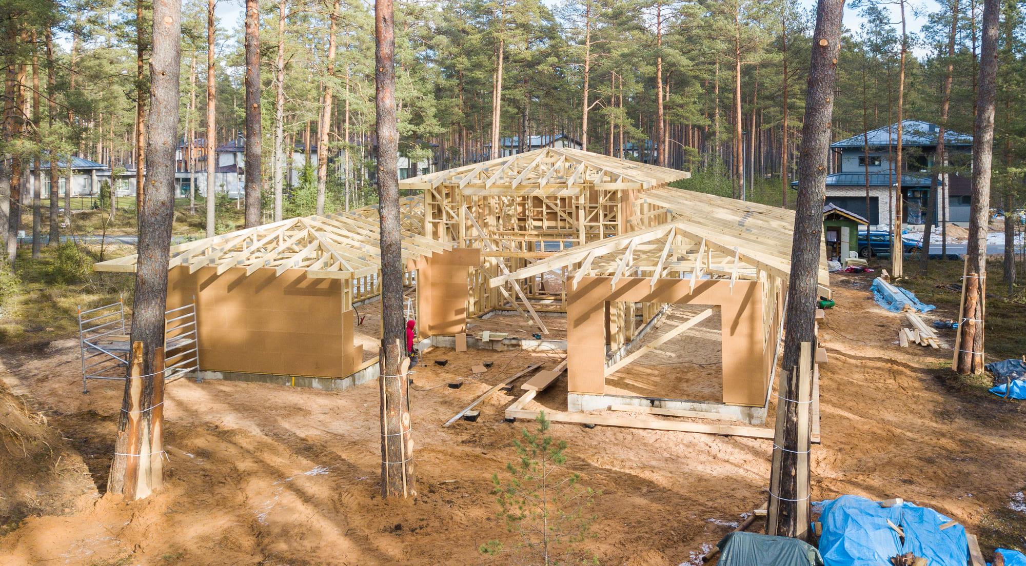 gegninis stogas arba santvaros stogas