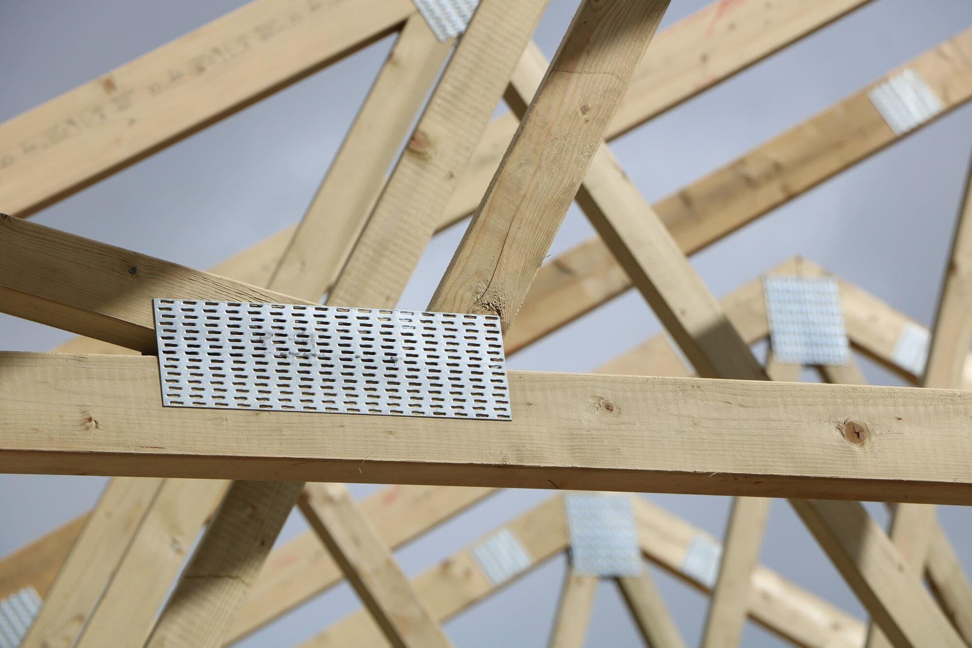 medinės šynos naudojant Mitek jungčių plokšteles