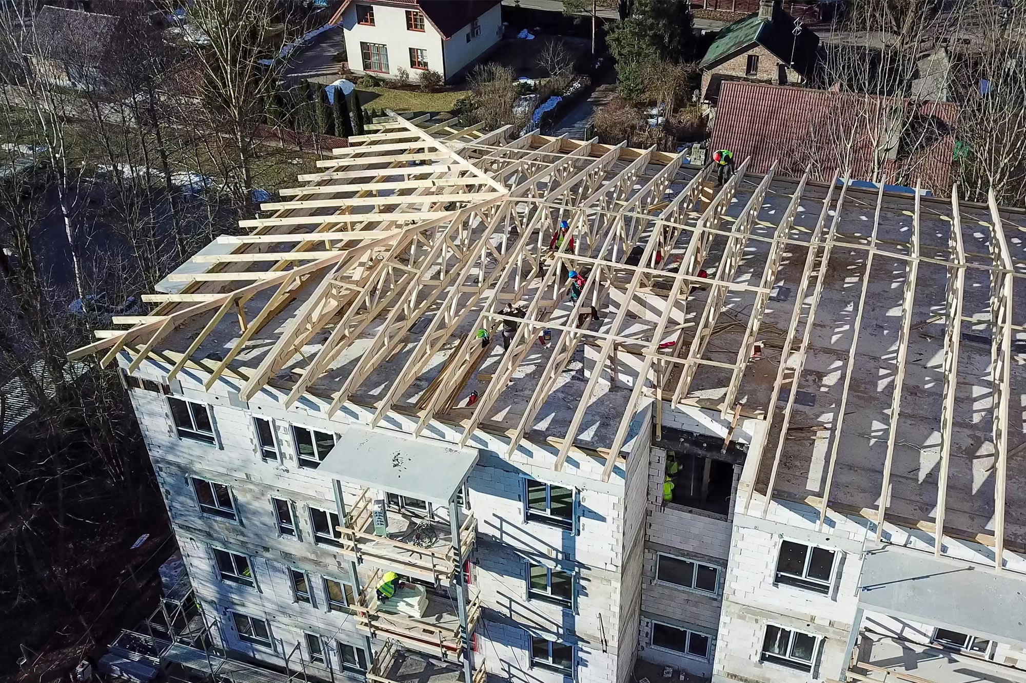 Installation and experience of wooden roof trusses
