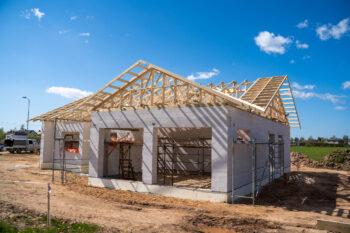 Jumta konstrukcijas projekts izmantojot koka kopnes no Freimans
