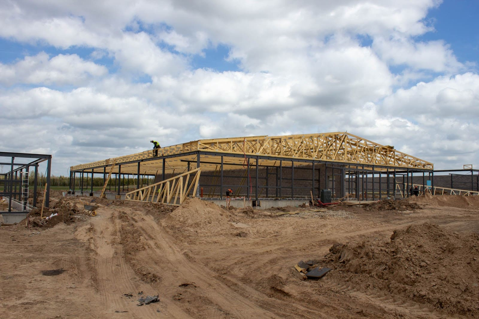 Wooden trusses for a livestock building in Latvia