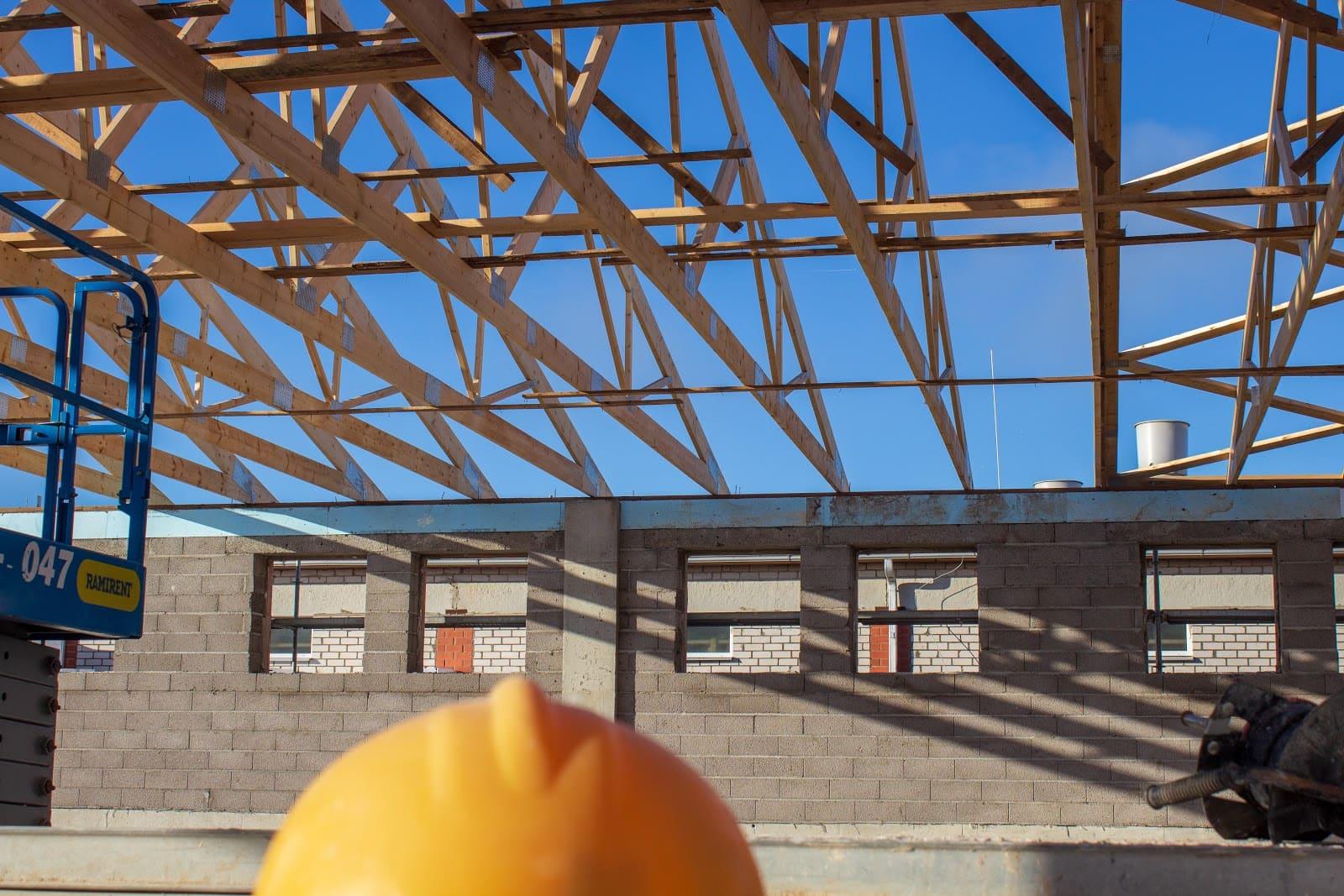 koka kopņu tehniskās zināšanas jumta konstrukcijai cūku fermai
